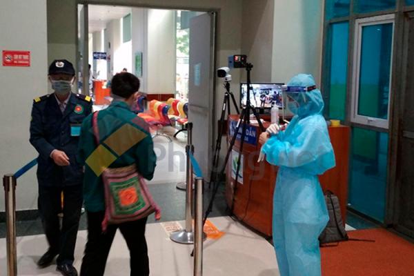 giải pháp camera thân nhiệt cầm tay tại bệnh viên